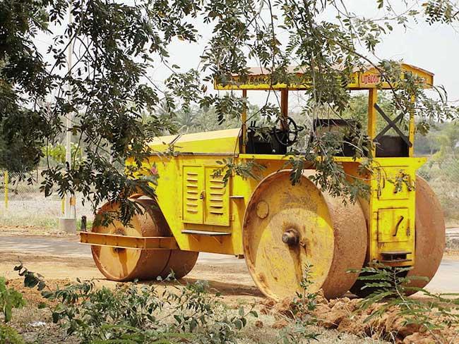 Three wheel roller