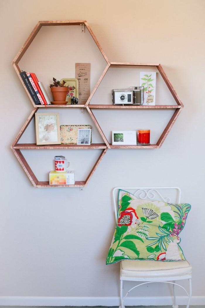 Judul Memasang hiasan dinding minimalis dari kayu